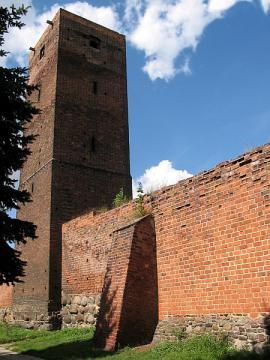 Baszta Piaskowa z murami obronnymi.jpeg